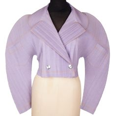 From the here is a lavender pleated jacket by Issey Miyake. The construction of this piece is fascinating.the sleeves and shoulder line are so interesting and the pocket placement on the sleeve 90s Fashion, Retro Fashion, Spring Fashion, Vintage Fashion, Japanese Fashion Designers, Fashion Courses, 80s Outfit, Textiles, Issey Miyake