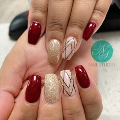 Here are the best Christmas acrylic nails designs, cute Christmas nails and red Christmas nails 2018 that We've Cherry Picked, to act as an inspiration for you! Cute Christmas Nails, Xmas Nails, Christmas Nail Designs, Red Nails, Christmas Glitter, Christmas Time, Christmas Decor, Christmas Ideas, Holiday Nail Colors