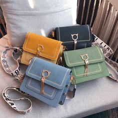 Travel Handbags, Fashion Handbags, Purses And Handbags, Fashion Bags, Trendy Handbags, Style Fashion, Luxury Fashion, Bag Pattern Free, Designer Crossbody Bags