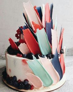 Tarta con chocolate de colores