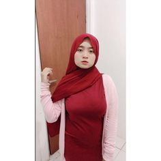 Ootd Hijab, Hijab Chic, Girl Hijab, Pretty Asian Girl, Hijab Fashionista, Muslim Women, Cute Girls, Sexy, Model