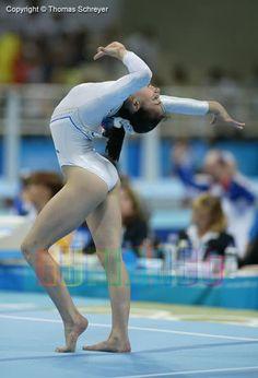 Catalina Ponor Gymnastics History, Gymnastics Poses, Artistic Gymnastics, Gymnastics Girls, Rhythmic Gymnastics, Techno, Flexy Girls, Gymnastics Flexibility, Fantasy Art Women
