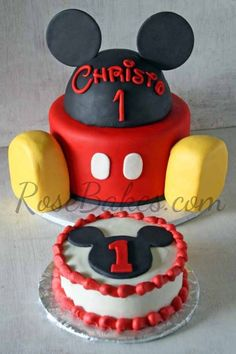 Love this idea for Adrians First B-Day! Mickey Mouse Cake and Smash Cake