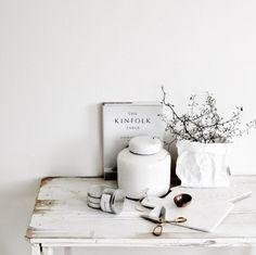 シンプルでナチュラルな暮らしに白と生成りが紡ぐやさしいインテリア
