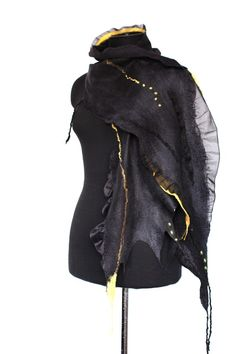 photos of felted scarves made during 2009 - 2011 Silk Chiffon Fabric, Needle Felting Tutorials, Textile Fiber Art, Wool Felt, Felted Wool, Wool Yarn, Merino Wool, Nuno Felting, Felt Fabric