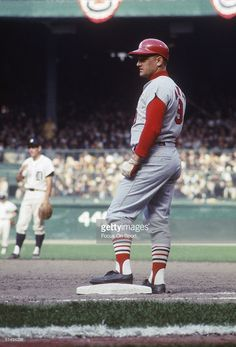 Outfielder Roger Maris of the St. Louis Cardinals rests at first base during the 1968 WS at Tiger Stadium in Detroit. St Louis Baseball, St Louis Cardinals Baseball, Baseball Park, Stl Cardinals, Baseball Players, Pirates Baseball, Mlb Uniforms, Baseball Uniforms, Cardinals Players