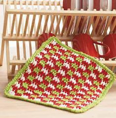 Gingham Christmas Dishcloth pattern by Lily / Sugar'n Cream Here's the link to my finished pot holder on Ravelry: http://www.ravelry.com/projects/Sexymayo/gingham-christmas-dishcloth