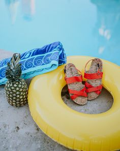 It's a pineapple PAWTY! 🍍🐻🐾 Shop Kala: bearpaw.com/ #LiveLifeComfortably #BearpawStyle