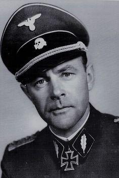 """SS-Gruppenführer und Generalleutnant der Waffen-SS Werner Ostendorff (1903-1945), Kommandeur 2. SS-Panzer Division """"Das Reich"""", Ritterkreuz 13.09.1941, Eichenlaub (861) 06.05.1945"""