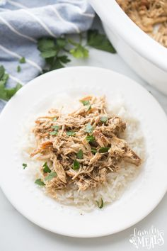 This Crockpot Brown Sugar Balsamic Chicken recipe is a fun, new variant on sweet and sour chicken. Best Crockpot Chicken, Crockpot Dishes, Slow Cooker Chicken, Slow Cooker Recipes, Crockpot Recipes, Ww Recipes, Family Recipes, Crockpot Beef Bourguignon, Balsamic Chicken Recipes