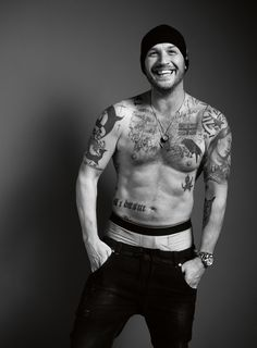 Tom Hardy Goes Shirtless For 'Esquire UK', Talks Losing Oscar Bet to Leonardo DiCaprio! Tom Hardy flashes a big smile and strips off his shirt for Esquire UK magazine's January 2017 issue, available on newsstands today (December Here's what… Tom Hardy Interview, Gorgeous Men, Beautiful People, Beautiful Smile, Esquire Uk, Mode Man, Greg Williams, Hommes Sexy, Raining Men