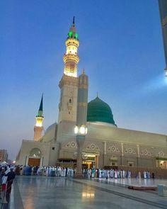 Madinah Almunawwarah Al Masjid An Nabawi, Masjid Al Haram, Islamic Images, Islamic Pictures, Ramadan, Medina Mosque, Mecca Kaaba, Green Dome, Moslem