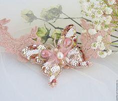 """Купить Брошь """"Бабочка прелестница"""" - бледно-розовый, брошь бабочка, вышитая брошь"""