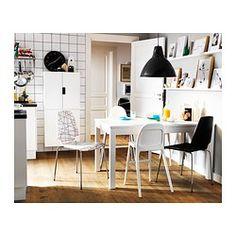IKEA - BJURSTA, Uittrekbare tafel, Incl. 2 inlegbladen.Uittrekbare eettafel met 2 inlegbladen; biedt plaats aan 4-6 personen en zorgt dat je de grootte van de tafel naar behoefte kan aanpassen.Je kan de inlegbladen makkelijk bereikbaar onder het tafelblad opbergen.Door de verborgen vergrendelfunctie is er geen gleuf tussen de bladen en blijven de inlegbladen op hun plaats.Het blank gelakte oppervlak is makkelijk af te nemen.