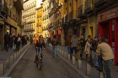 En esta calle se establecieron desde el siglo XVI muchas fondas, posadas y tabernas para atender a todos los comerciantes que venían de Toledo, Guadalajara, etc.