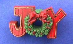 Hallmark PIN Christmas JOY WREATH 1970s Nostalgic WOOD LOOK Vintage Xmas BROOCH