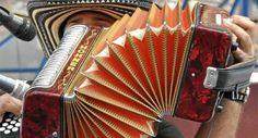 Festival Vallenato Esta gran fiesta popular se celebra entre el 26 y 30 de abril en Valledupar, capital del Cesar. Fue creado en 1968, con el fin de darle homenaje la riqueza folclórica que existe en el Vallenato. Este Festival hace parte del Patrimonio Nacional ya que resalta en su contenido mitos, costumbres y tradiciones que se transmiten a través de la música. Hoy en día, tiene una gran importancia a nivel nacional e internacional, gracias a su variedad y folclór.