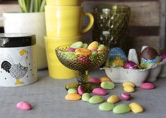 Easter and colours Beautiful Table Settings, Planter Pots, Easter, Colours, Breakfast, Spring, Food, Morning Coffee, Easter Activities