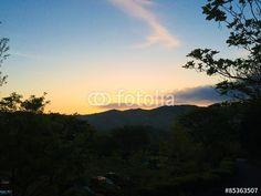 """""""Sunrise over the low hill""""Fotolia.com の ストック写真とロイヤリティフリーの画像 - Pic 85363507"""