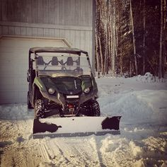 This is how you make shoveling snow fun. Fan photo from @tsurtiodohw #yahamaviking