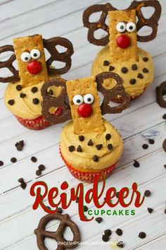 16 Cute Kids Christmas Party Food Ideas - Spaceships and Laser Beams Christmas Party Food, Christmas Appetizers, Christmas Cupcakes, Christmas Desserts, Christmas Treats, Holiday Treats, Kids Christmas, Holiday Recipes, Reindeer Christmas