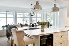 Sigdal kjøkken - Herregaard Shaker Kitchen Pantry, Kitchen Island, Fredrikstad, Interior Design Kitchen, Home Kitchens, Dining Table, Furniture, Home Decor, Homes