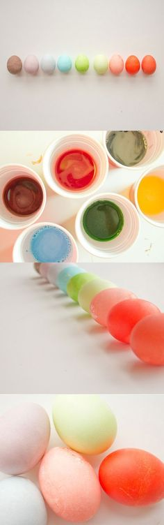 Si se te olvidó decorar los huevitos de pascua, utiliza agua y mezcla en polvo para bebidas de diferentes colores.