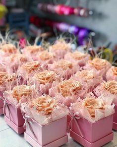 Flower Crafts, Diy Flowers, Paper Flowers, Wedding Flowers, Flower Box Gift, Flower Boxes, Birthday Balloon Decorations, Wedding Decorations, Wedding Favours