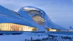 Harbin, China - Diseñado por MAD Architects, la casa de ópera es un recordatorio del patrimonio cultural de Harbin.