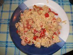 Rührei mit Allerlei: Minitomaten, Paprika, Bohnen, Kasslerfleisch und Kräuterlinge