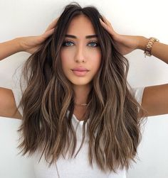 hippie hairstyles 642466703076371889 - Incredible Balayage Shades for Face Framing Locks in 2019 Source by ameliiaharper Brown Hair Balayage, Brown Blonde Hair, Hair Color Balayage, Highlights Dark Brown Hair, Balayage Brunette, Natural Brown Hair, Brown Hair Dyes, Bayalage On Dark Hair, Dip Dyed Hair