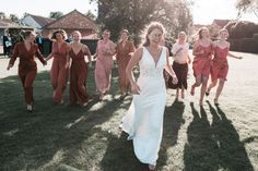 In onze rubriek Wedding Wednesday laten we elke week een lezeres aan het woord over haar huwelijk. Bridesmaid Dresses, Wedding Dresses, Lifestyle, Fashion, Bridesmade Dresses, Bride Dresses, Moda, Bridal Gowns, Fashion Styles