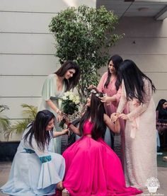 Check out the trending dresses and photography ideas for your wedding with wedtech Shaadidukaan. Brides And Bridesmaids, Bridesmaid Dresses, Golden Princess, Wedding Gowns, Wedding Outfits, Wedding Bride, Bridal Photography, Photography Poses, Wedding Function