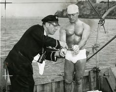 Not about Texas but I thought the older members would enjoy this. lol Remember the exercise/health guru Jack LaLanne? A handcuffed Jack LaLanne gets ready to swim (successfully) from Alcatraz Island to Fisherman's Wharf in July, 1955 Health Guru, Northern California, Vintage California, San Francisco Bay, Interesting History, Popular Music, Science And Nature, Prison, Fisherman's Wharf