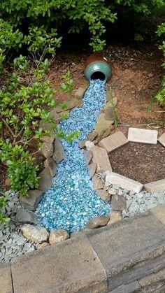 Spilled jug of water - Modern Design Garden Front Of House, Front Garden Landscape, Garden Mum, Garden Yard Ideas, Lawn And Garden, Garden Paths, Dry Riverbed Landscaping, Landscaping With Rocks, Outdoor Landscaping
