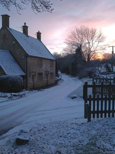 Snowy lane at Willersy Hill.