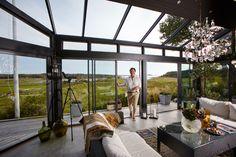 Fantastiskt utsikt i ett uterum med partier från Willab Garden. Stommen är specialbyggd och partierna är WG 62 Eco.
