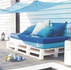 With new furnished designs and architecture you can bring exemplary pallet furniture for your outdoor as well. Pallet ideas for outdoors include like outdoor Outdoor Sofa, Outdoor Spaces, Outdoor Living, Outdoor Decor, Outdoor Pallet, Outdoor Seating, Pallet Furniture, Garden Furniture, Outdoor Furniture