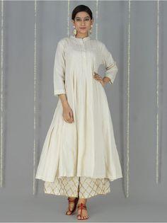Off White Cotton 36 Kali Mulmul Kurta Dress Indian Style, Indian Dresses, Indian Outfits, Indian Clothes, Kurti Embroidery Design, Embroidery Suits, Hand Embroidery, Indian Party Wear, Indian Wear