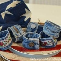 Itching for a fun craft project? Got some old jeans? Twenty-five new projects crafted from old jeans or repurposed denim have been added to Denim Do Over this past month. Diy Jeans, Jean Crafts, Denim Crafts, Denim Armband, Colar Tribal, Denim Bracelet, Cuff Bracelets, Denim And Diamonds, Denim Ideas