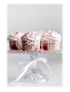Do you love Cupcakes? Does your family love cupcakes?the prepare to enjoy this collection of 115 AMAZING Cupcake Recipes! Cupcakes Bonitos, Cupcakes Lindos, Cupcakes Decorados, Pretty Cupcakes, Beautiful Cupcakes, Pink Cupcakes, Yummy Cupcakes, Wedding Cupcakes, Flower Cupcakes