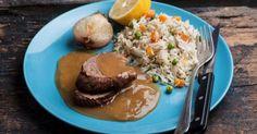 Μοσχαράκι λεμονάτο με πολύχρωμο ρύζι από την Αργυρώ Μπαρμπαρίγου   Αγαπημένη γεύση που αρέσει σε όλη την οικογένεια. Απ'τις πιο νόστιμες συνταγές με μοσχάρι Gf Recipes, Greek Recipes, Cooking Recipes, Food Categories, Ratatouille, Main Dishes, Kai, Food And Drink, Yummy Food