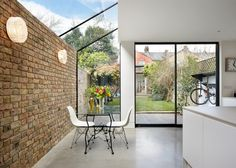 Rise Design Studio adds glass extension to north London house (Dezeen) Glass Extension, Rear Extension, Extension Google, Extension Ideas, 1930s House Extension, Side Return Extension, Extension Designs, Design Exterior, Interior Exterior