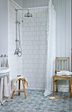 Charming and romantic - the rural bathroom is a dream- Charmigt och romantiskt – det lantliga badrummet är en dröm Charming and romantic – the rural bathroom is a dream - Bad Inspiration, Bathroom Inspiration, Home Decor Inspiration, Decor Ideas, Decorating Ideas, Bathroom Red, Bathroom Shower Curtains, Bathroom Ideas, Bathroom Vanities