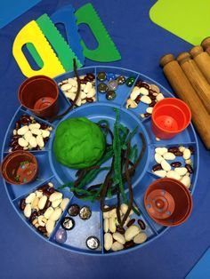 Jack & The beanstalk playdough Traditional Fairy Tales, Traditional Stories, Nursery Activities, Preschool Activities, Eyfs Jack And The Beanstalk, Castles Topic, Fairy Tales Unit, Reception Class, Funky Fingers