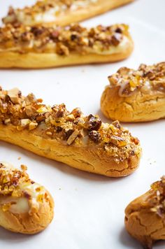 Delicious white chocolate eclairs topped with crunchy caramelized almonds — So refined, elegant, and easy to make! : Delicious white chocolate eclairs topped with crunchy caramelized almonds — So refined, elegant, and easy to make! Bakery Recipes, Dessert Recipes, Cooking Recipes, Profiteroles, Mini Desserts, French Desserts, Plated Desserts, Macaron, How Sweet Eats