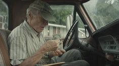 "In ""The Mule,"" out December Clint Eastwood plays Earl Stone, a lonely man who signs up for what seems like a simple enough driving gig. Bradley Cooper, Dianne Wiest, and Michael Peña co-star. Andy Garcia, 2018 Movies, Hd Movies, Movies Online, Movie Tv, Web Movie, Bradley Cooper, Em Breve Nos Cinemas, Alison Eastwood"