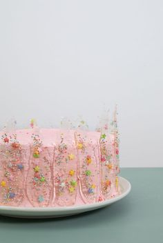 """""""Isomalt is not as difficult to use as most people imagine,"""" Anna explains. Even as a beginner, you can easily use isomalt to create fine and personal decorations for your cakes. Pretty Birthday Cakes, Pretty Cakes, Cute Cakes, Beautiful Cakes, Amazing Cakes, Sweet Cakes, Isomalt, Gateaux Cake, Cute Desserts"""