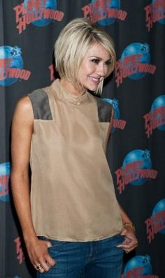 its been 3 days and Ive still had Chelsea Kane& haircut in my head! seriously want to chop my hair! Pretty Hairstyles, Bob Hairstyles, Bangs Hairstyle, Teenage Hairstyles, Braid Hair, Hairstyle Ideas, Short Hair Cuts, Short Hair Styles, Short Wavy