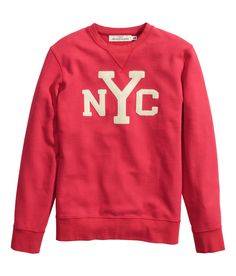 Represent the Big Apple in this red long-sleeved sweatshirt.│ H&M Men